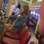 パチンコ中の巨乳美脚妻を痴漢レイプするエロ動画