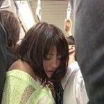 弟から電車で正面密着チカンされるOLの姉