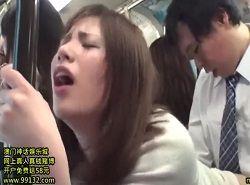 通勤バスでチカンに感じまくる美人妻