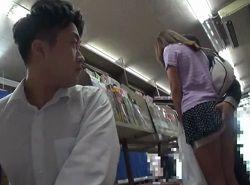 チカンされてる姿をわざと見せつけて学生を逆痴漢する美人妻