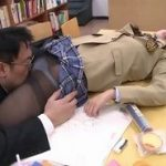 図書室で眠らされたJKが途中でレイプに気づくが犯されるエロ動画