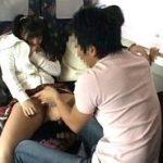 家族旅行中の特急電車の中で親が側にいるにも関わらずチカンされる娘