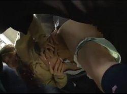 JKのパンツをおろしてマ○コにチ○ポを即挿入する電車チカン動画