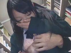 図書館でチカンされて強制イラマチオに困惑する女子校生