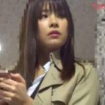 サトエリ風の高身長美女がタンポン引き抜き陰唇いじりチカンされる動画