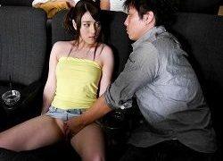 他人に見られて恥ずかしがる姿に興奮する変態彼氏にチカン集まる映画館で放置される女