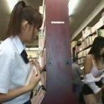 本屋さんで見つけた学校帰りの激カワな女子校生の目の前でOL相手の痴漢を見せつける
