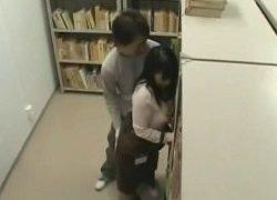図書館でチカンされる女性巨乳職員
