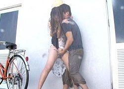 マキシワンピ美女がゲリラ豪雨でビショ濡れのまま男に・・・